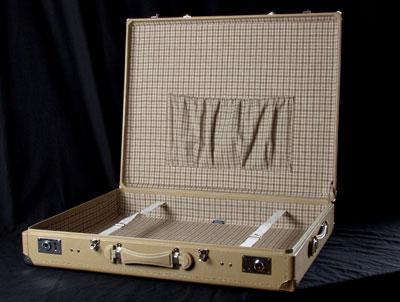 Oldtimer mercedes benz luggage restoration for Mercedes benz suitcase